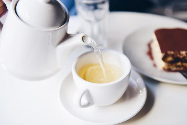 pouring a detox tea